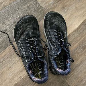 Altra running shoes size 10 men's NYC